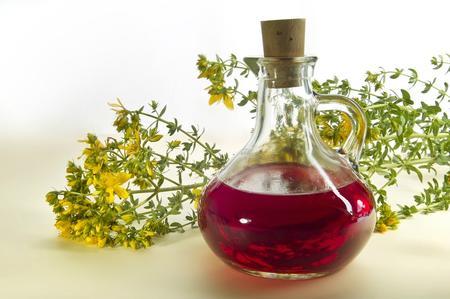 Olio di Iperico: un meraviglioso rimedio naturale