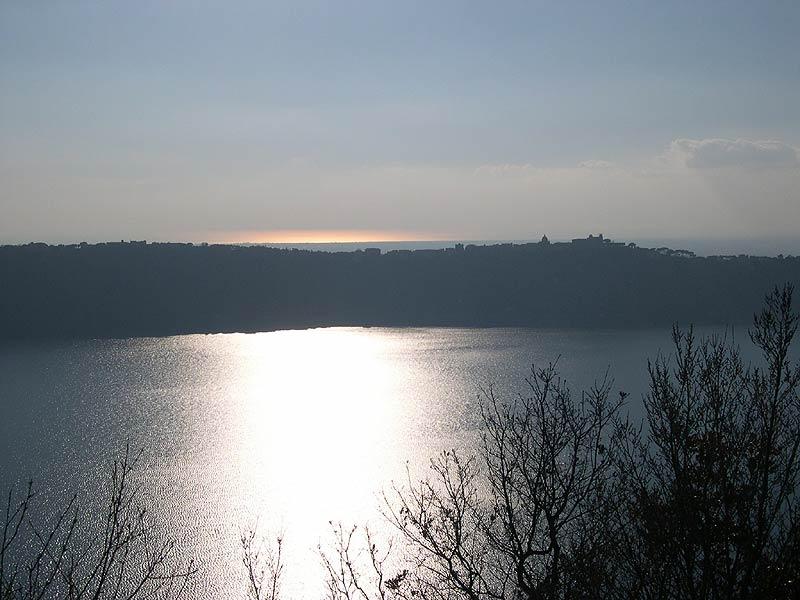 Parco Regionale dei Castelli Romani: dal Convento dei Cappuccini di Albano a Nemi