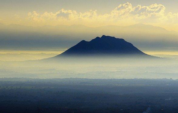 Soratte, la montagna sacra: le leggende, gli eremi, gli alberi secolari